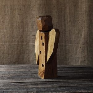 sculptură semnată de artistul Florin Constantinescu